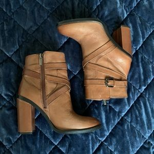 NIB Vince Camuto Burnished Antique Gravell Bootie
